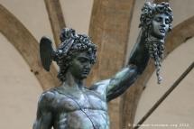 Bronze de Cellini représentant Persée soulevant la tête de Méduse décapitée