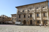 Montepulciano, Palazzo Tarugi, Piazza Grande