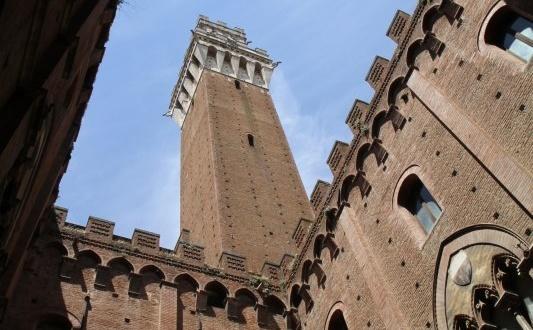 Cortile del Podesta, Palazzo pubblico di Siena